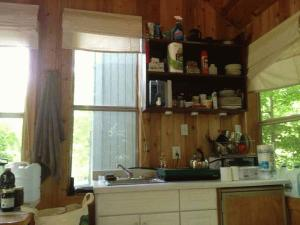 20140926fr-michigan-cabin-kitchen