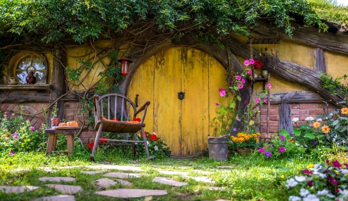 20141206sa-hobbit-house-shutterstock_180144701-1000-668