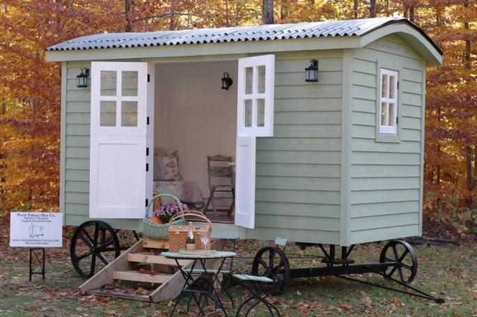 20141206sa-shepherds-hut-wagon-retreat-tiny-house-exterior-example-004