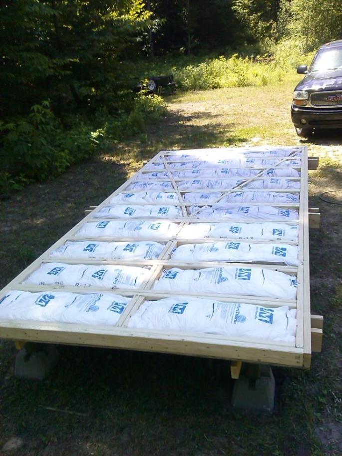 20141206sa-shepherds-hut-wagon-retreat-tiny-house-floor-insulation