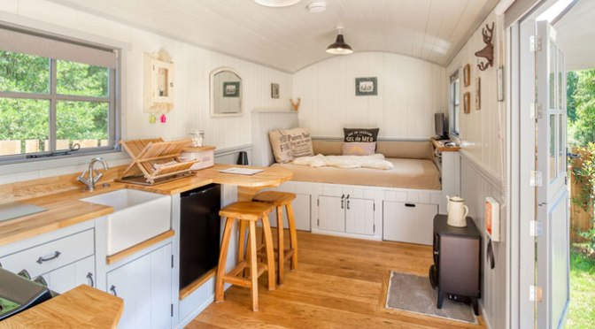 20141206sa shepherds hut wagon retreat tiny house interior
