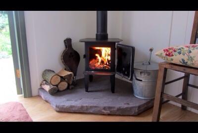 20141206sa-shepherds-hut-wagon-retreat-tiny-house-interior-example-wood-stove-005