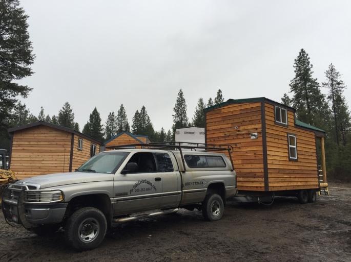 20141230tu-portable-tiny-cedar-cabins